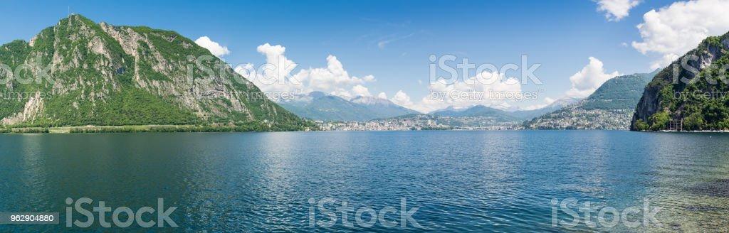 b384ca8d35c9 Lago De Lugano Suiza Vista Panorámica De La Ciudad De Lugano Con A ...