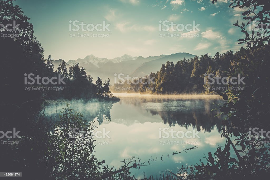 Lake Matheson Nature Panorama at Sunrise, New Zealand​​​ foto