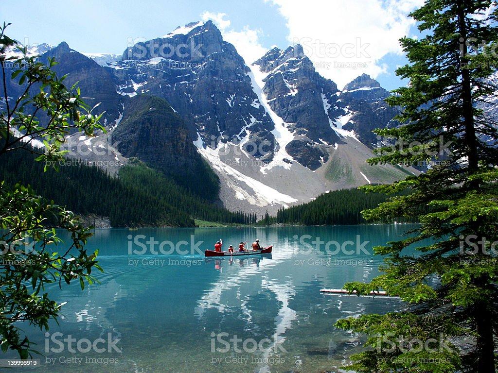 Moraine Lake, montañas rocosas canadienses - foto de stock