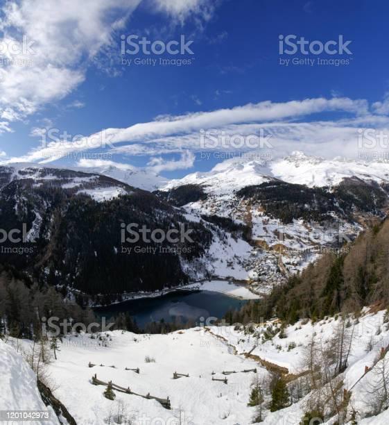 Lake of Isola - Стоковые фото Без людей роялти-фри