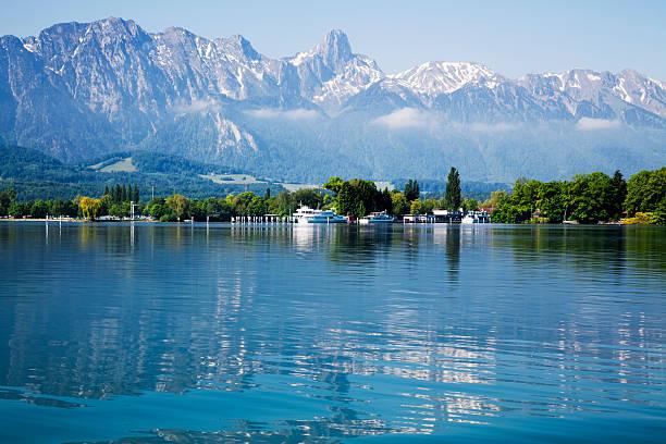 lake of thun und die schweizer alpen - thun switzerland stock-fotos und bilder