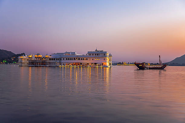 Lake Palace at sunset Lake Palace at sunset, the palace is located in lake pichola in Udaipur, Rajasthan, India lake pichola stock pictures, royalty-free photos & images