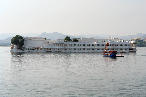 Lake Palace evening shot of the Lake Palace in Udaipur, a city located in Rajasthan (India) lake palace stock pictures, royalty-free photos & images