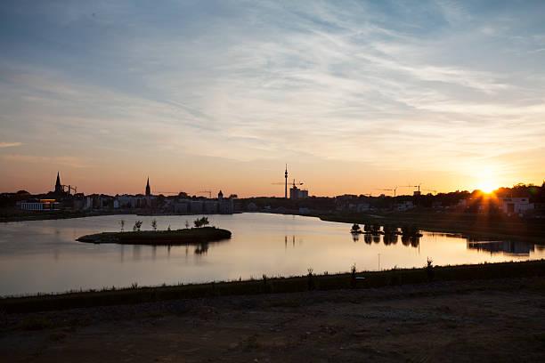 Lago de los edificios de la ciudad de Phoenix Dortmund - foto de stock