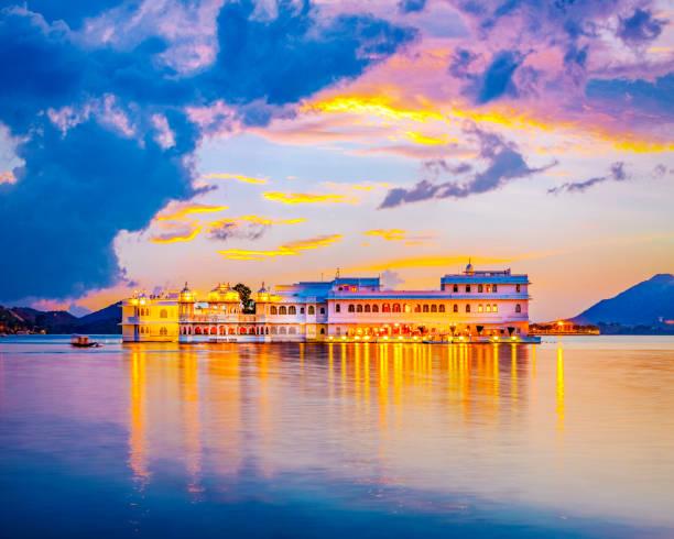 Lake Pichola and Taj Lake Palace , Udaipur, Rajasthan, India Taj Lake Palace on lake Pichola in Udaipur, Rajasthan, India udaipur stock pictures, royalty-free photos & images