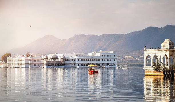 Lake Pichola hotel palace White palace and boat on Lake Pichola in Udaipur, Rajasthan, India lake pichola stock pictures, royalty-free photos & images