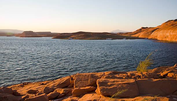 Lake Powell Rocks und Wasser bei Sonnenuntergang – Foto