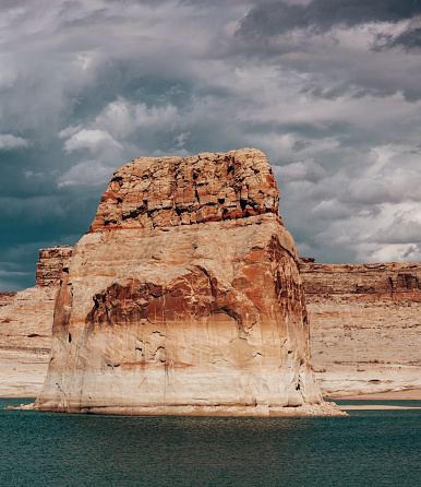 lake powell with canyon