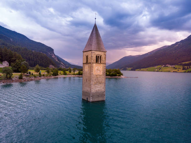 Lake Reschensee and the tower bell from drone – zdjęcie