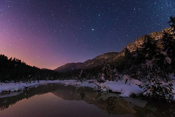 Lake Riedenersee bei Nacht mit Sternen im winter – Foto