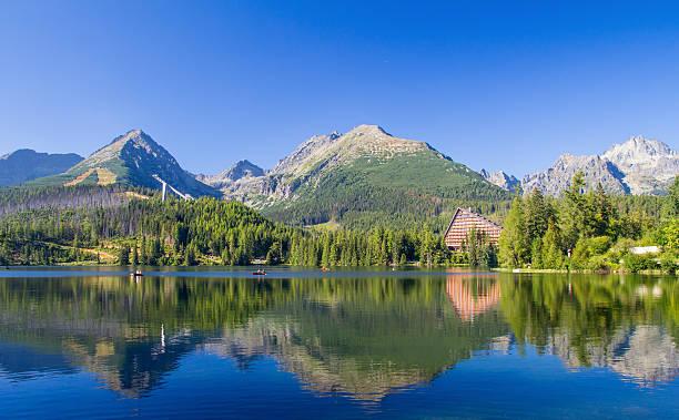 lake scenery landscape in high tatras - slovacchia foto e immagini stock
