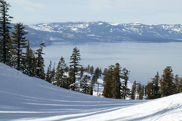 lake tahoe in heavenly, kalifornien - lake tahoe winter stock-fotos und bilder