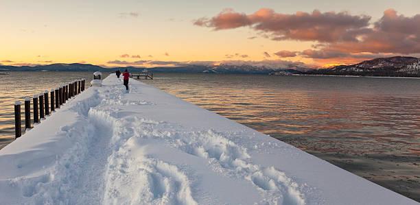 lake tahoe sonnenuntergang panorama - lake tahoe winter stock-fotos und bilder
