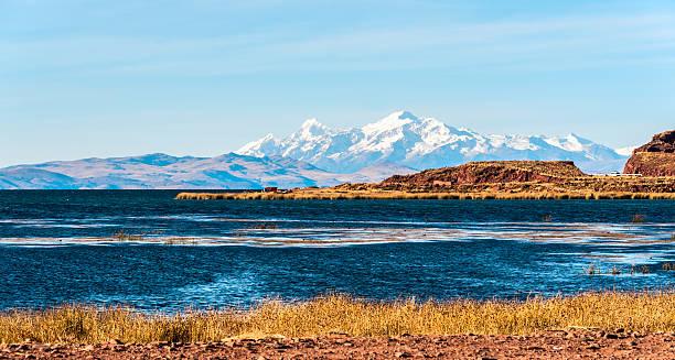 チチカカ湖、ボリビアのサイド - チチカカ湖 ストックフォトと画像