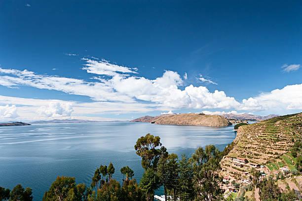 チチカカ湖、isla de la luna - チチカカ湖 ストックフォトと画像