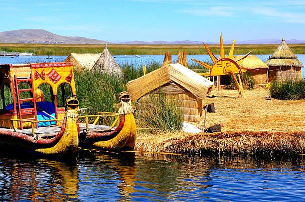 チチカカ湖-ウル文化諸島 - チチカカ湖 ストックフォトと画像