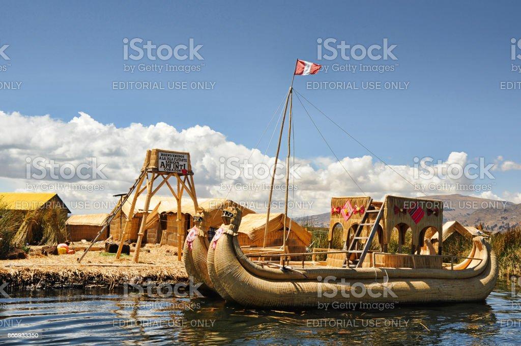 Lago Titicaca, Islas de los Uros, Puno, Perú - 25 de septiembre de 2012 - foto de stock