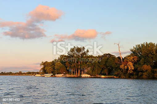 876420064istockphoto Lake Washington Shoreline in Light of the Setting Sun 601361450