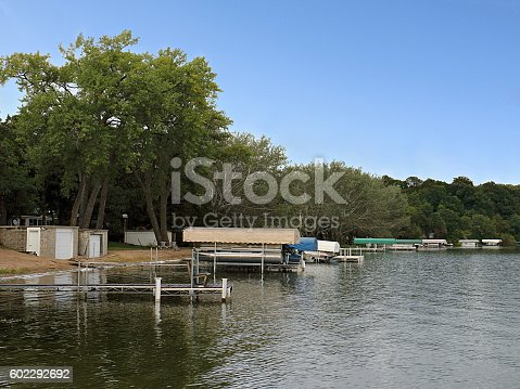 876420064istockphoto Lake Washington Shoreline with Docks and Boats 602292692