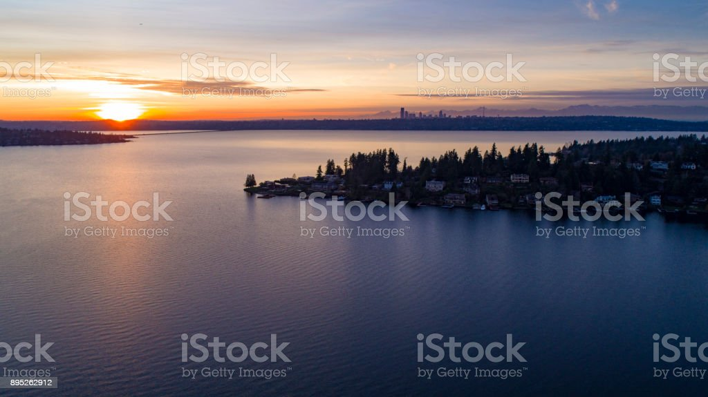 Condado de Lake Washington Sunset rey de Bellevue a Seattle - foto de stock