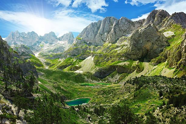 озёра в албанских альпы - европейские альпы стоковые фото и изображения