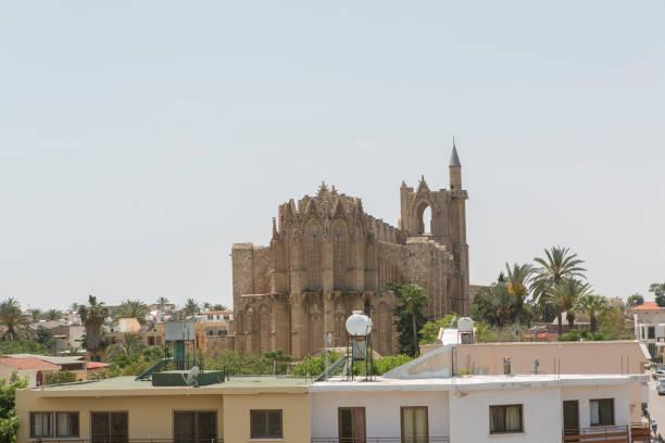 Türkiye Kuzey Kıbrıs 'ta Famagusta Magusa Lefkoşa 'daki Lala Mustafa Paşa Camii Aziz Nicholas Katedrali stok fotoğrafı
