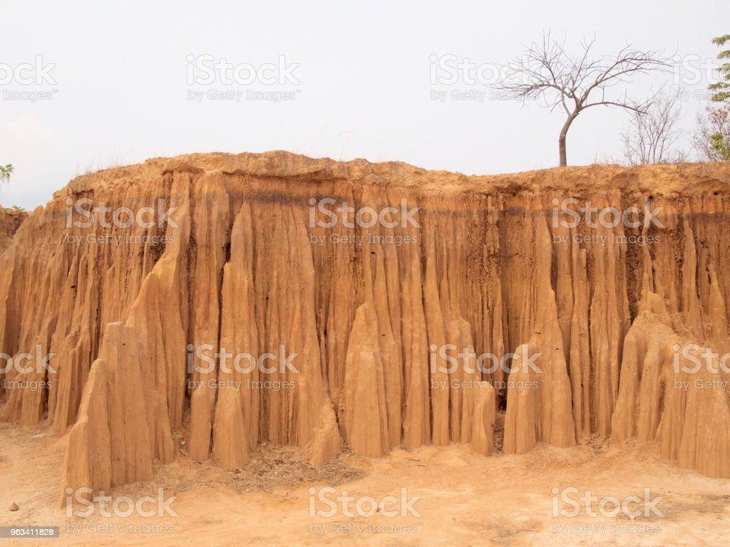 Lalu Park in Sakaeo province, Thailand, due to soil erosion has produced stranges shapes - Zbiór zdjęć royalty-free (Bez ludzi)