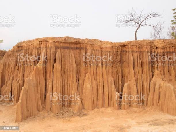 Lalu Park W Prowincji Sakaeo Tajlandia Z Powodu Erozji Gleby Wyprodukował Dziwne Kształty - zdjęcia stockowe i więcej obrazów Bez ludzi