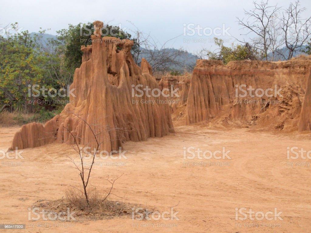 Parc de Lalu dans la province Sakaeo, Thaïlande, en raison de l'érosion des sols a produit des formes étranges - Photo de Antique libre de droits