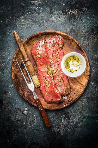 lammfilet für küche oder barbecue-grill, ansicht von oben - marinade für grillfleisch stock-fotos und bilder