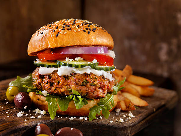 100% lamb -greek burger - burger photos et images de collection