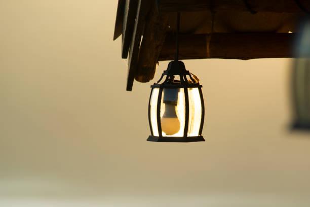 lampe im hintergrund des nebels. - moo stock-fotos und bilder