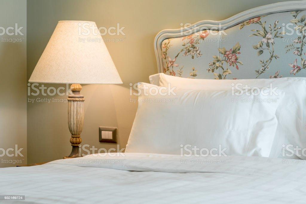 Lampe Auf Seite Schlafzimmer Auf Den Tisch Grün Pastell Farbe An Der ...