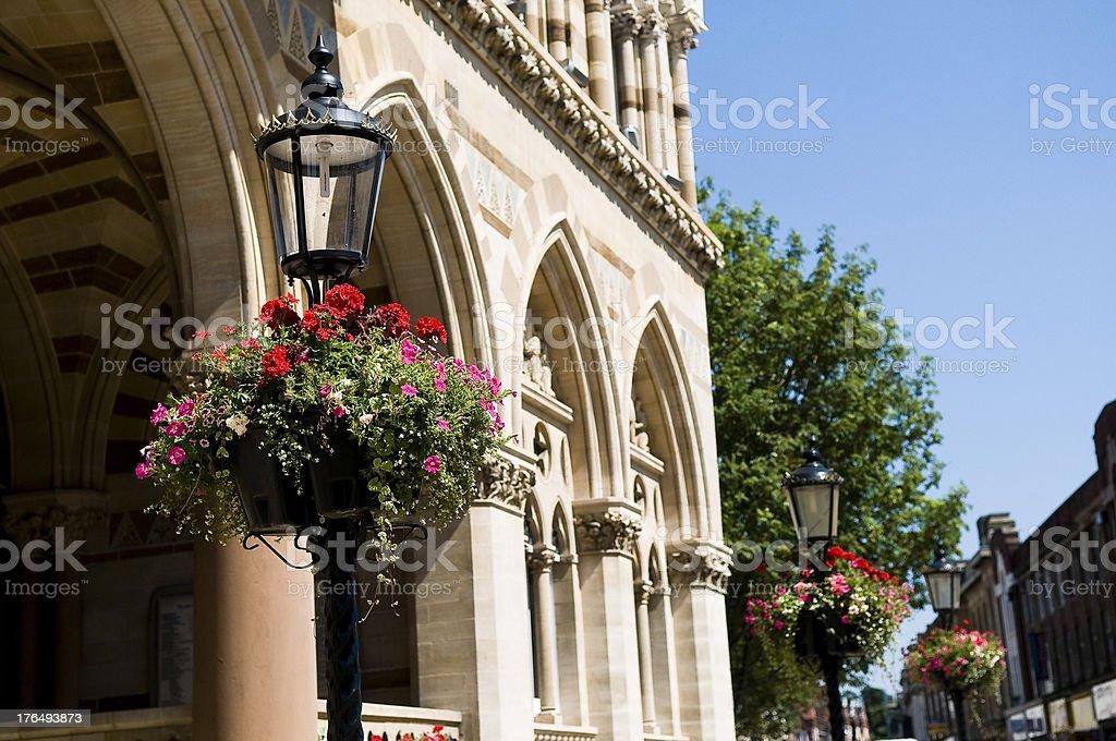 Laternenpfählen und Blumen Guildhall – Foto