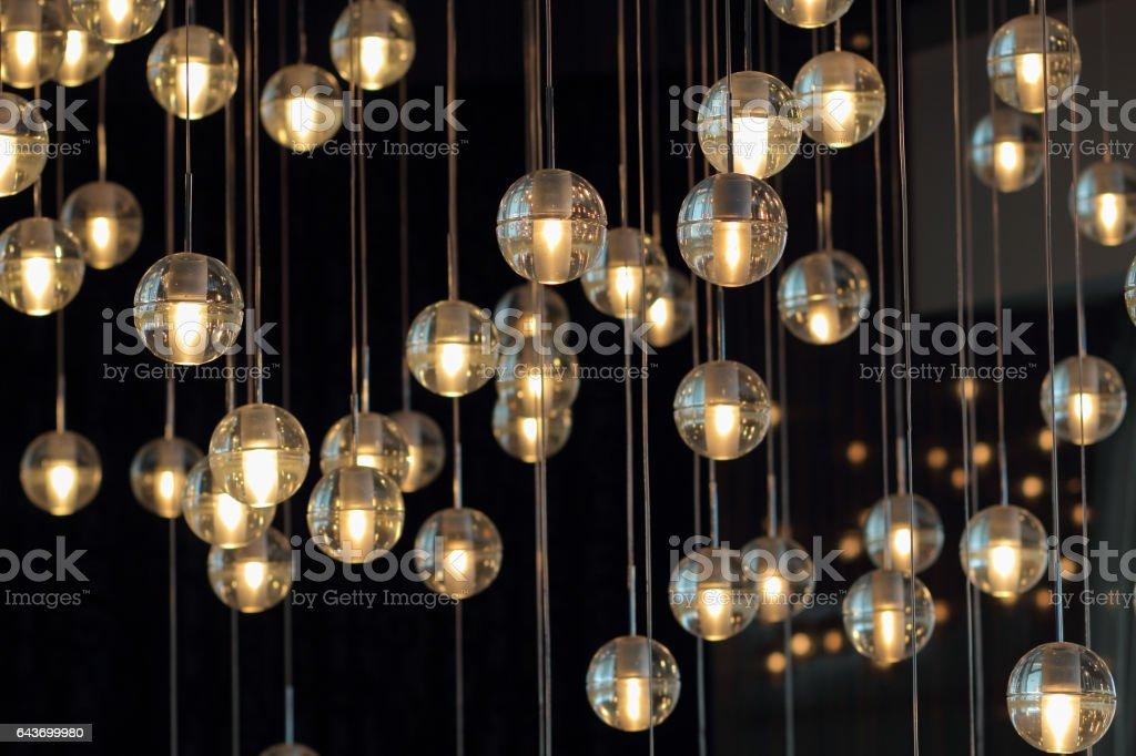 Lampen auf dem dunklen Hintergrund – Foto
