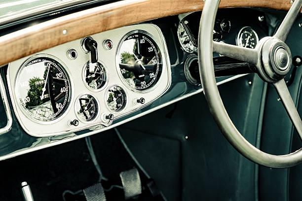 Lancia Astura Cabriolet classic car dashboard - Photo
