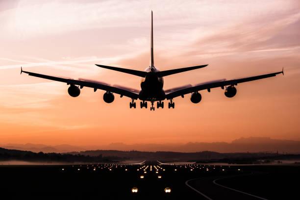 aterrizaje de avión - avión fotografías e imágenes de stock