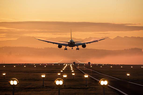 landing avión - aterrizar fotografías e imágenes de stock