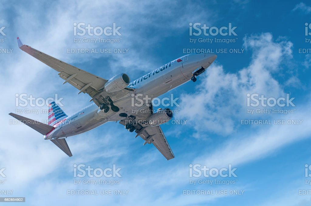 Pouso de avião - foto de acervo