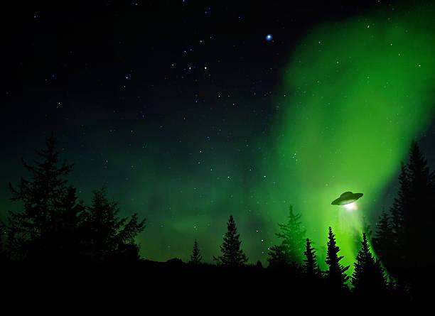 ufo landing - ufo stockfoto's en -beelden