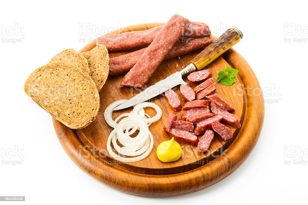 Landjaeger sausage, onion rings, mustard and bread – Foto