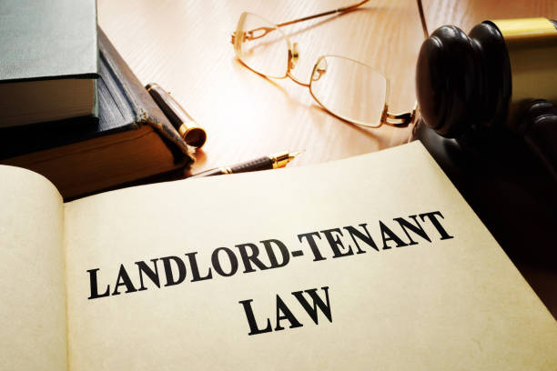 landlord-tenant law on an office table. - locatario foto e immagini stock