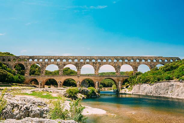landmark ancient old double arches of the roman aqueduct  pont - pont du gard stockfoto's en -beelden