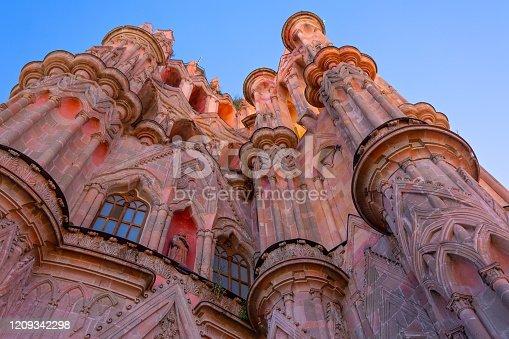 Landmark cathedral of San Miguel Archangel (Parroquia De San Miguel Arcangel) in historic city center of San Miguel De Allende, Mexico