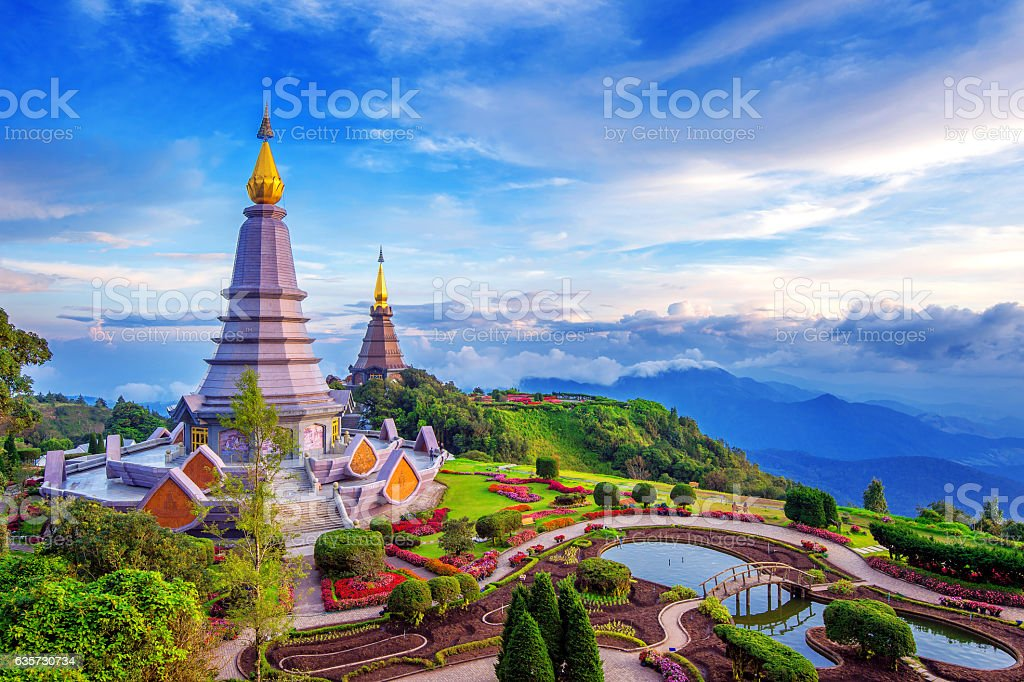 Landmark pagoda in doi Inthanon national park at Chiang mai. - foto de stock