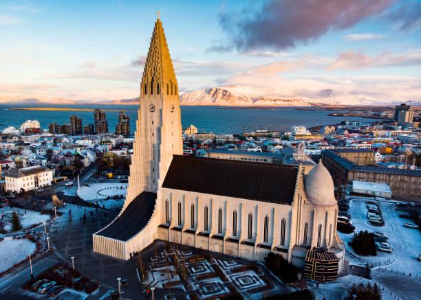 Landmark view of Reykjavik in Iceland Landmark aerial view of Reykjavik, the capital of Iceland Hallgrímskirkja church stock pictures, royalty-free photos & images