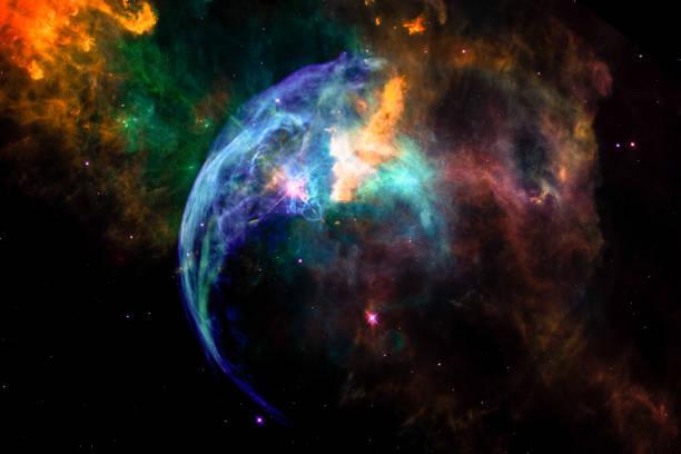 de achtergrond van het landschap van fantasie buitenaardse galaxy nevel met kleurrijke gloeiende sferische wolken en de sterren. de elementen van dit beeld ingericht door nasa. - schepping stockfoto's en -beelden