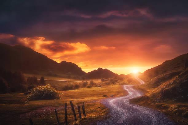 landscape background with path in urkiola at sunset - trilho imagens e fotografias de stock