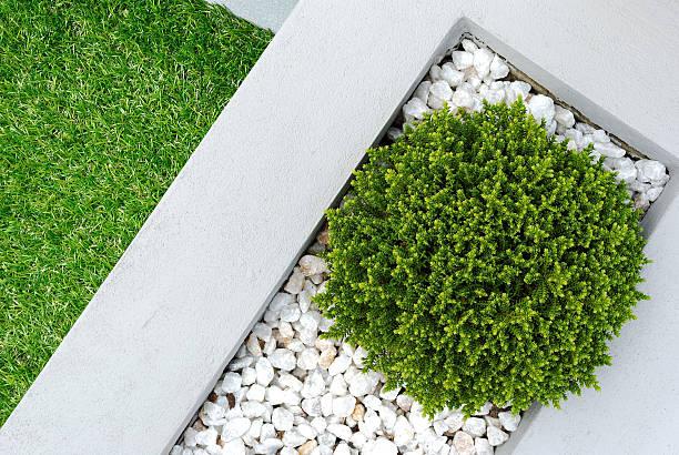 landschaft design-idee - gartenkies stock-fotos und bilder