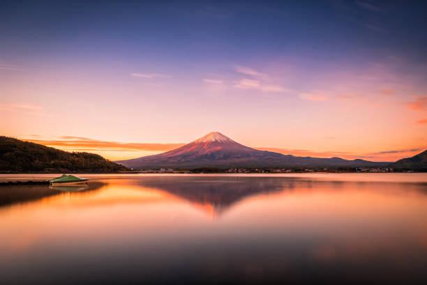 富士河口湖における河口湖畔のふじの景観像 - 富士山 ストックフォトと画像